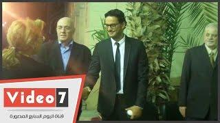 خالد أبو النجا يتلقى العزاء فى شقيقته بمسجد عمر بن عبدالعزيز