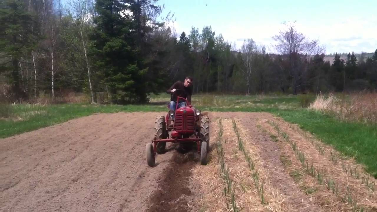 1949 ih farmall cub plowing field