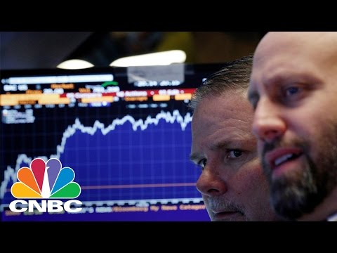 Trader Bets Against Banks Ahead Of Earnings | Trading Nation | CNBC