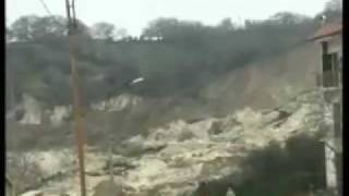 Italy 16.02.2010: Impressive landslide caught on video - Italien Erdrutsch auf video
