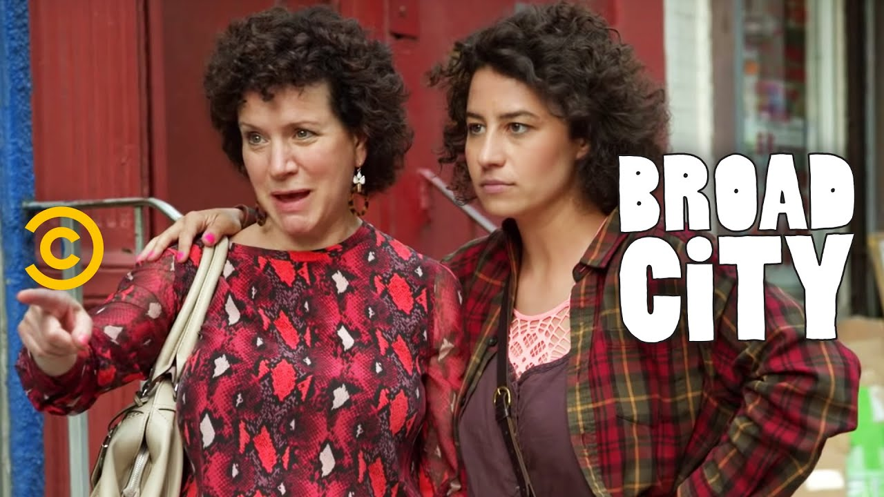 Broad City - Ilana\'s Mom at the Nail Salon - YouTube