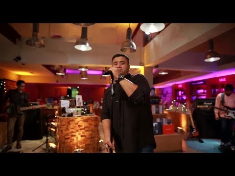 Mike Mohede - Sahabat Jadi Cinta (Zigaz Cover) (Live at Music Everywhere) **