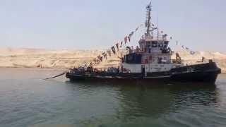 سباحو ذوى الاحتياجات الخاصة  وعلم مصر على سطح مياه قناة السويس الجديدة