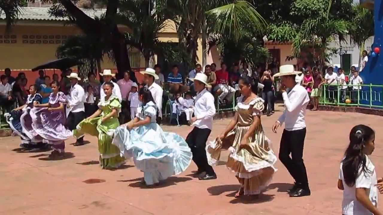 Dancing in El Salvador during Children's Day - YouTube