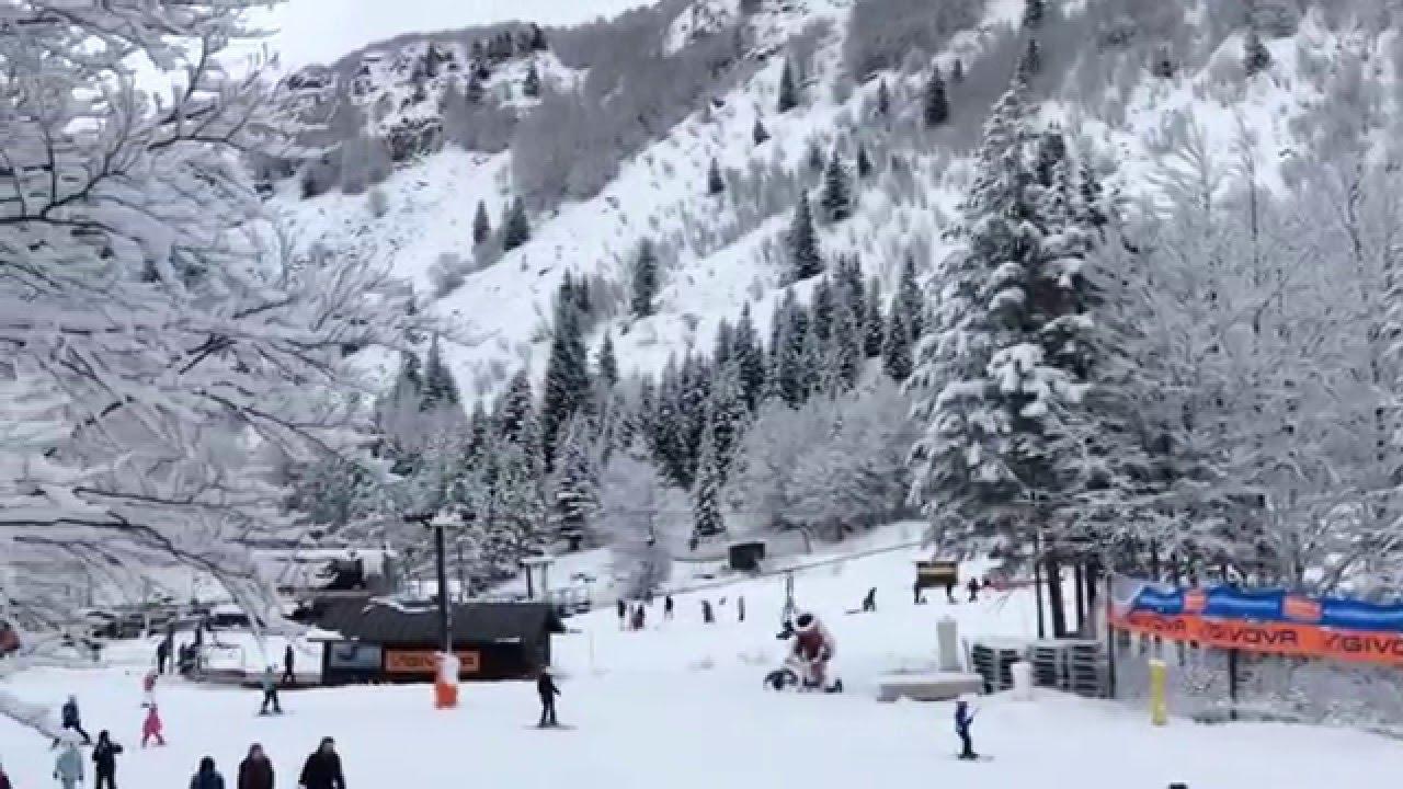 Neve in montagna, si scia in val di luce/abetone - agipress