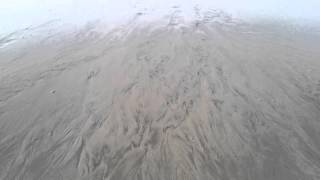 砂浜が波によっていろんな模様ができています。