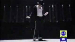 Mike-Ow Jackson VS Michael Jackson
