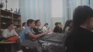 В Краснодаре школьников на уроках заставляют петь песню