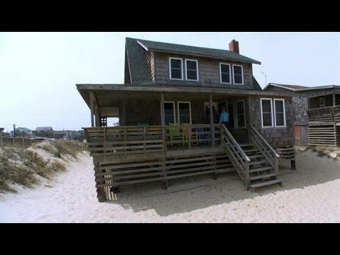 These Newlyweds Might Have to Share Their Dream Home With Summer Tourists  Buying the Beach