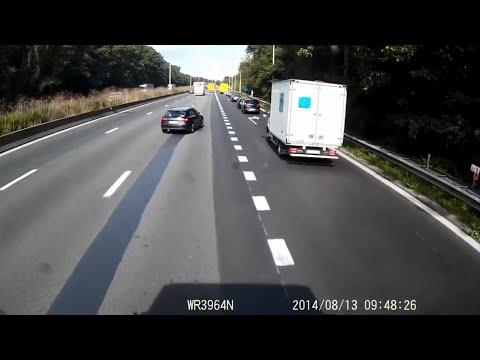 Schwerer Unfall - LKW / PKW