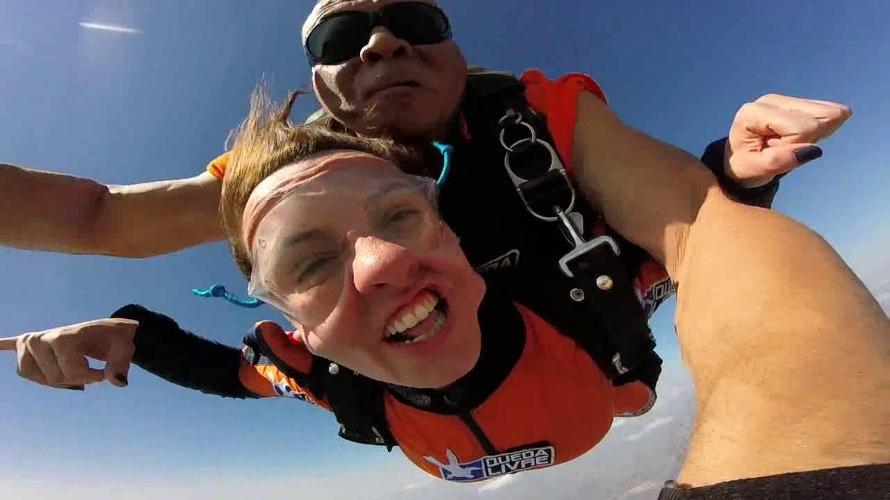 Salto de Paraqueda da Thayanna na Queda Livre Paraquedismo 30 07 2016