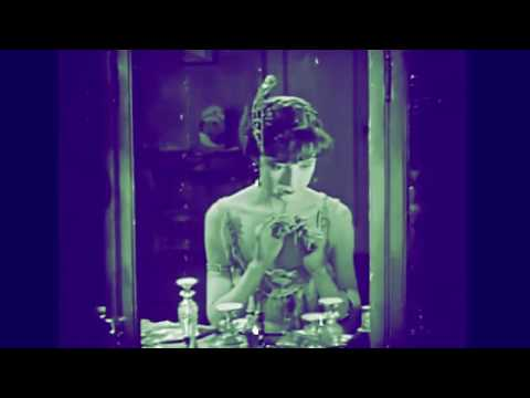 The Flapper Makeup Routine - Colleen Moore 1923