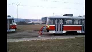Superman roztlačuje tramvaj