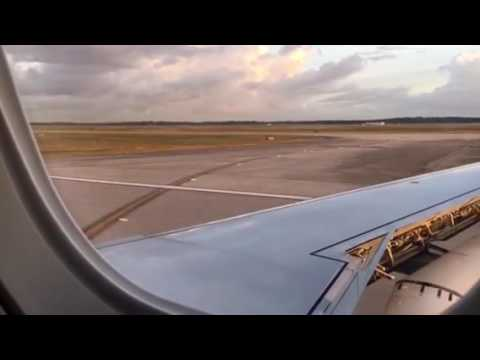 United Airlines Embraer 175 ATL To Houston Landing