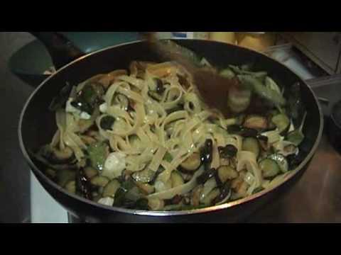 Fettuccine con zucchine e provola (video ricetta n° 032)