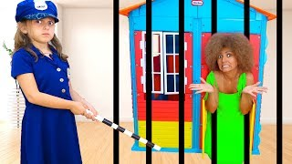 Who IS THAT in the HOUSE?  POLICE OFFICER ????!!   Kids pretend Play   Super Elsa