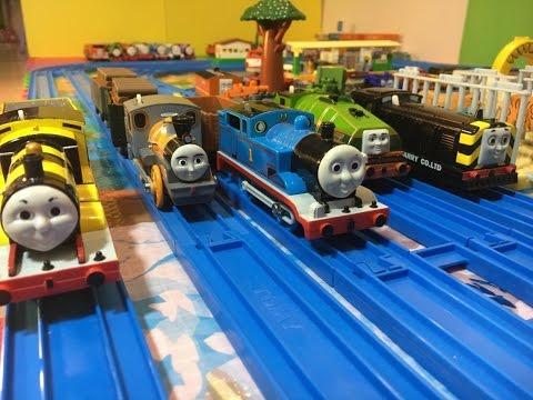 【treno giocattolo】Il trenino Thomas Mavis, Gator, Marion, Thomas, Bash, Busy Bee James (03251 IT)