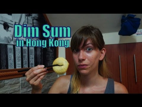 eating-dim-sum-and-drinking-chinese-tea-for-dinner-in-hong-kong,-china-(香港-點心---香港-点心)