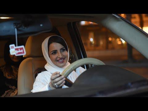 النساء السعوديات يبدأن في قيادة السيارات على طرقات البلاد  - نشر قبل 3 ساعة
