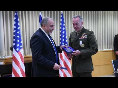 Dunford meets Liberman at Defense Ministry HQ