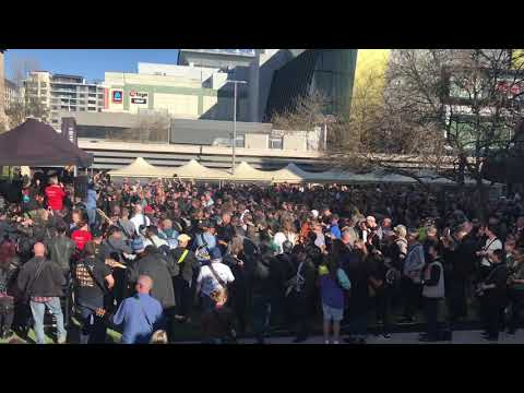"""Watch 450 Guitarists Perform AC/DC's """"Highway to Hell"""" for World Record 