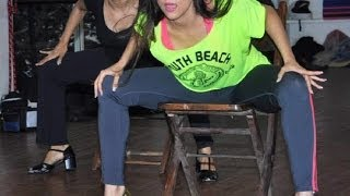 Repeat youtube video Aarti Chhabria's Sexy Dance Moves