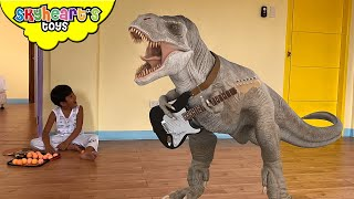 Skyheart is playing, when suddenly... a Tyrannosaurus Rex comes out...