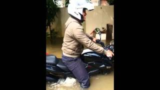 Pulsar 200 NS Test idle dan starter di dalam Banjir