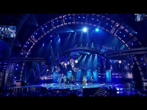 Latin AMAs 2018 - Hola Zion Y Lennox - Live Performance