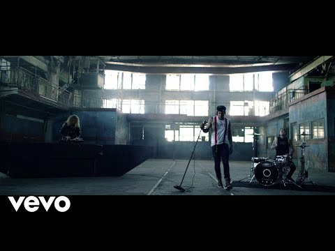 Yelawolf - Punk ft. Travis Barker, Juicy J