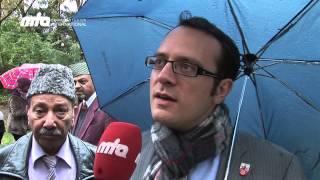 Deutschland Ratingen 2012 - Muslime pflanzen Baum als Zeichen von Integration und Frieden - Islam