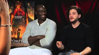 Super bowl special: actors kit harrington and adewale don't understand football!