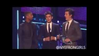 Zac Efron and the cast of That Awkward Moment presenting at the 2014 People's Choice Awards (HQ)