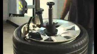 Desmontadora sistema RUN-FLAT(Desmontadora que ofrece una solución innovadora para reducir el tiempo y energía del operador. Idónea para ruedas Run-Flat así como otros modelos., 2011-02-01T15:36:53.000Z)