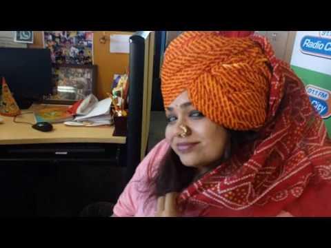 Feta Tying Record in 91 seconds- Rj Shonali-Radio City Pune
