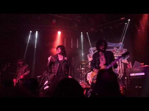 LA Guns-Full concert, Tracii Guns & Phil...