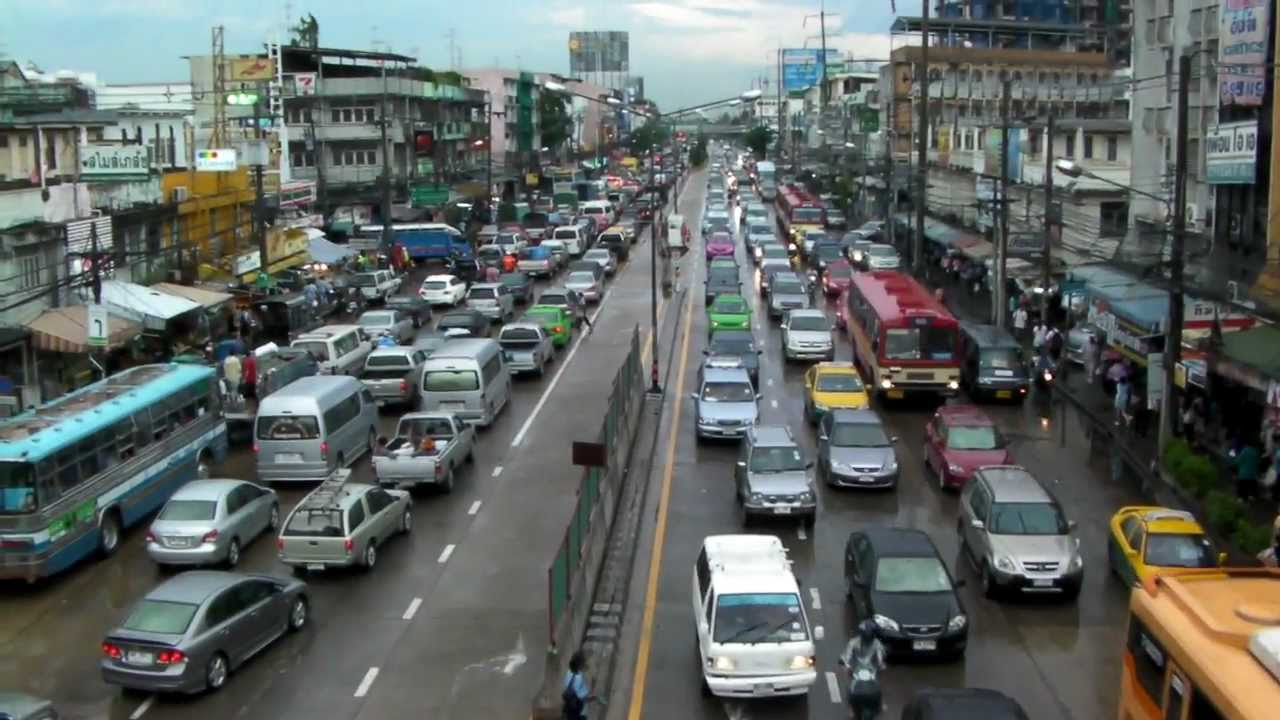 traffic jams in bangkok Bangkok is one of the world's most congested cities, with severe traffic problems  that can make it a challenge to get around the city during peak rush hours.