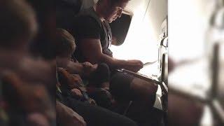 Das Kleinkind setzt sich neben den Macho im Flugzeug - Seine Reaktion macht dich sprachlos...