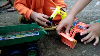 Download Video Alat Pengeruk Tanah  | Construction Vehichles | Video For Kids | Toys on The  Son Village MP3 3GP MP4