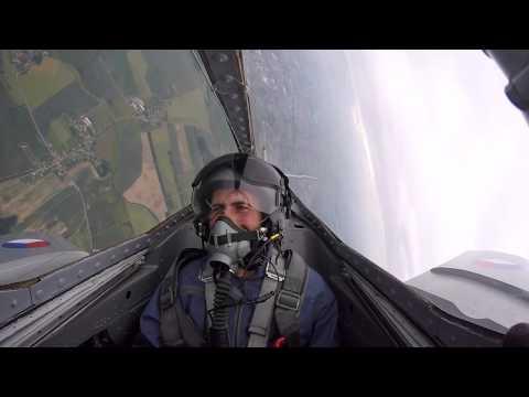 Leonardo da Italia pilotare un jet caccia storico