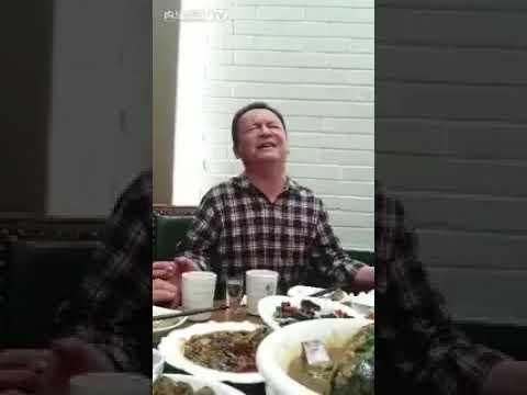 Chinese man singing Awara Hoon