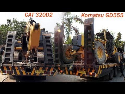 CAT 320D2 Excavator Motor Grader Komatsu GD555 Moved By Self Loader Truck