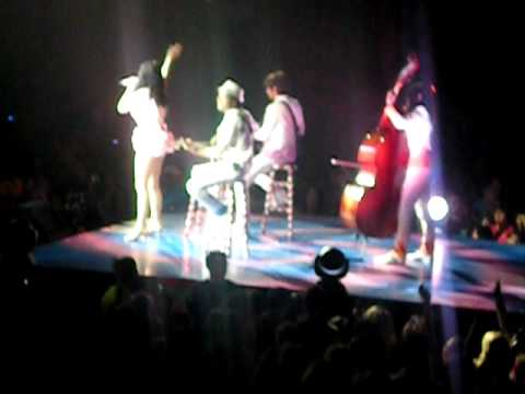 Katy Perry in Montreal - Karaoke (song couvers)
