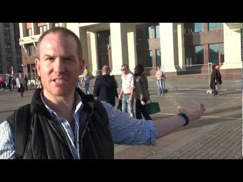 Checking Out Women's 'Over the Top' High Heels in Moscow's Red Square (Vlog)