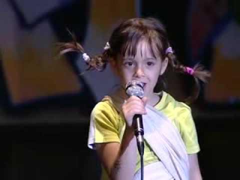 Alessia canta pippi calzelunghe