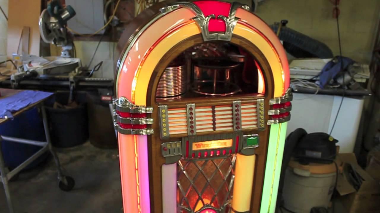Very nice Original Wurlitzer 1015 Jukebox