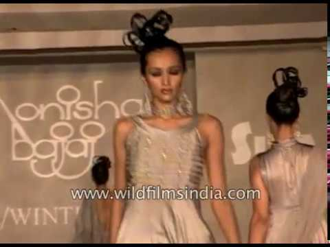 Dipannita Sharma with other models of 90's