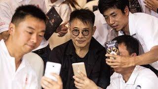 When Jet Li (李连杰) Goes Out in Public