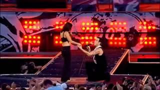 Robbie Williams - kiss a  girl- Come undone - knebworth