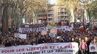 المسلمون في أوروبا يتبرأون في مسيرات شعبية من منفذي هجمات باريس
